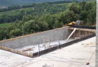 Piscine traditionnelle r alisations et galeries vidauban for Construction piscine 65