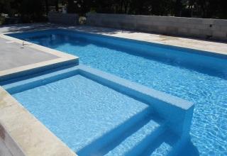 Construction piscine couloir en béton Vidauban
